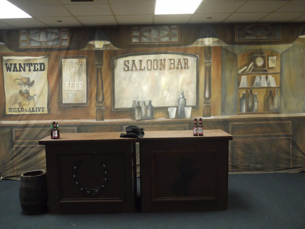WILD WEST BACKDROP & BAR