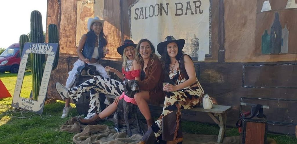 WILD WEST SALOON PICTURE AREA