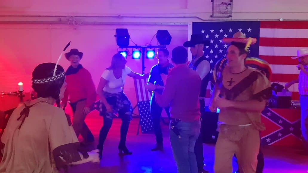 BARN DANCE CALLER LINE DANCE CALLER IN MILTON KEYNES WYCOMBE BUCKINGHAMSHIRE