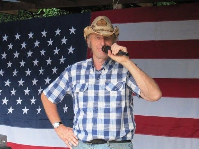 ULTIMATE-COUNTRY-SHOW-CALLER-BARN-LINE DANCE-CALLER-ALAN SWAYSLAND